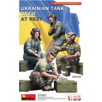 MiniArt_37067_Ukrainian_Tank_Crew_At_Rest_1-35